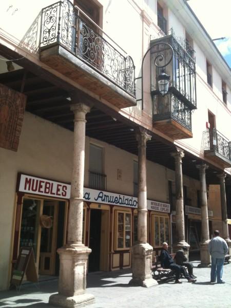Calle porticada, en Aranda de Duero (foto: Cuchillo)