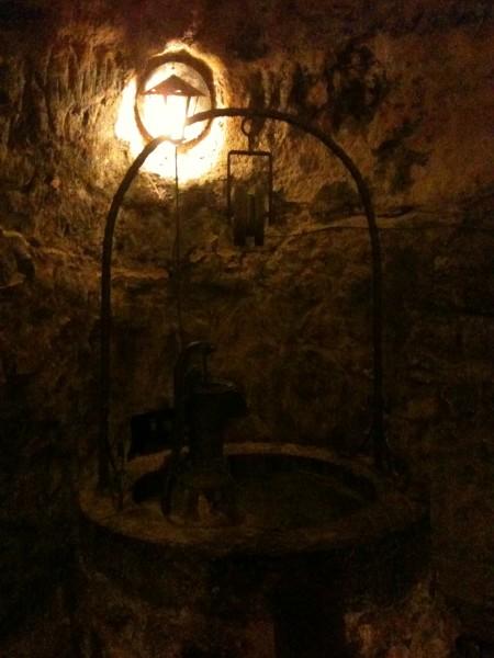 Pozo en la oscura bodega Tierra Aranda (foto: Cuchillo)