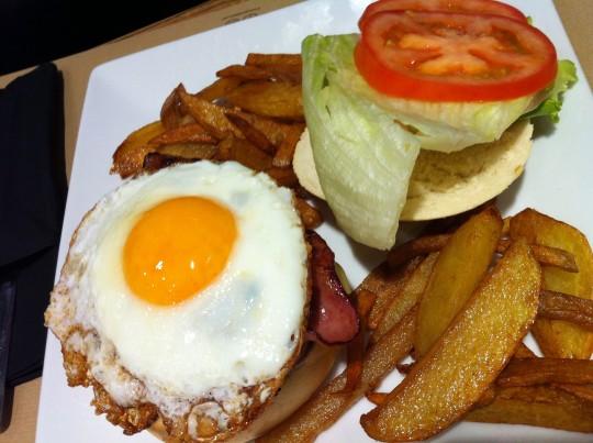 Hamburguesa Egg, de Hogar Dulce Hogar (foto: Uve)