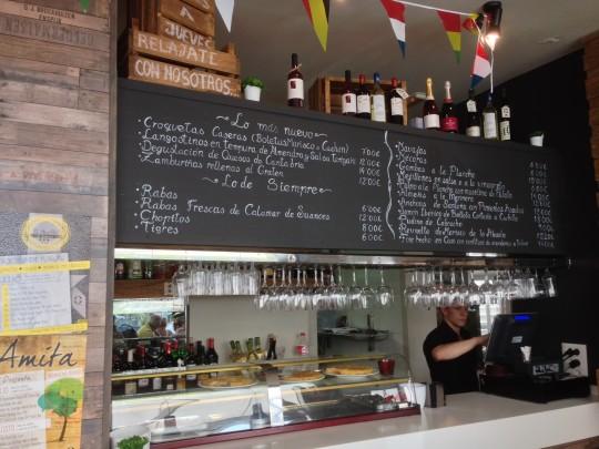 La barra del restaurante Amita, en Suances (foto: Mr. Duck)