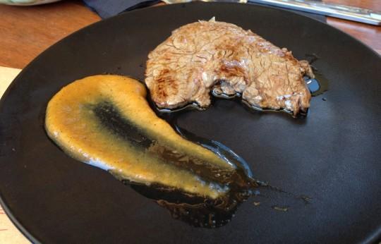 Solomillo con reducción de melocotón y chipotle, de Kokken (foto: María Mora)