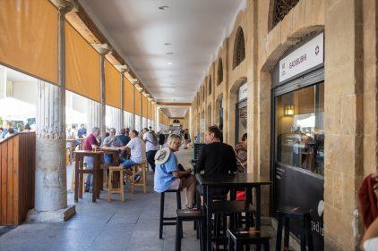 Ambiente en el Rincón Gastronómico del Mercado de Cádiz (foto: Juan Carlos Moro)
