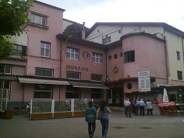 Fachada del restaurante El Frontón, un clásico de Tolosa, y de Gipuzkoa (foto: O.C.E.)