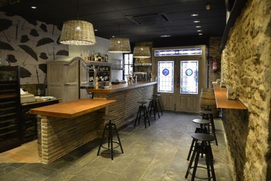 Zona de barra de la taberna de El Clarete (foto: elclareterestaurante.com)