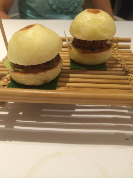 Las hamburguesas, de cordero, en Gaggan (foto: Idoia Agorria)