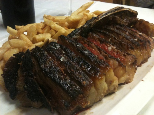 1.300 gramos de carne; chuleta de Goizeko Izarra (foto: Cuchillo)