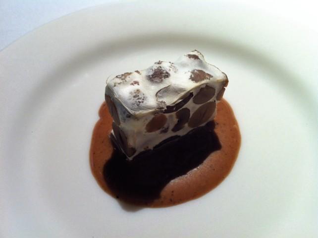 Turrón cocido (Praliné salado y pimienta), de Mugaritz (foto: Cuchillo)