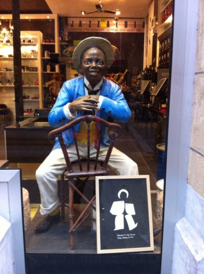 El entrañable Panchito y la imagen del centenario de Cafés Panchito (foto: Uve)