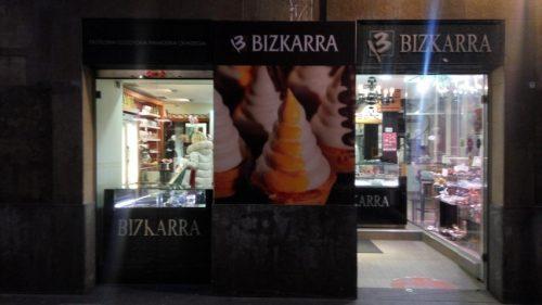Entrada a la tienda de Bizkarra en el Casco Viejo de Bilbao (foto: Cuchillo)