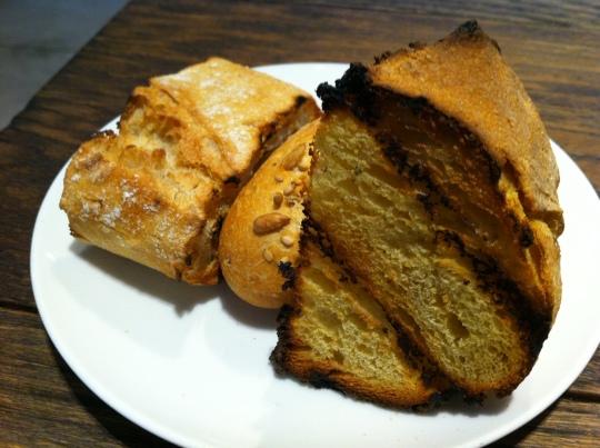 Servicio de pan, en Gaminiz (foto: Cuchillo)