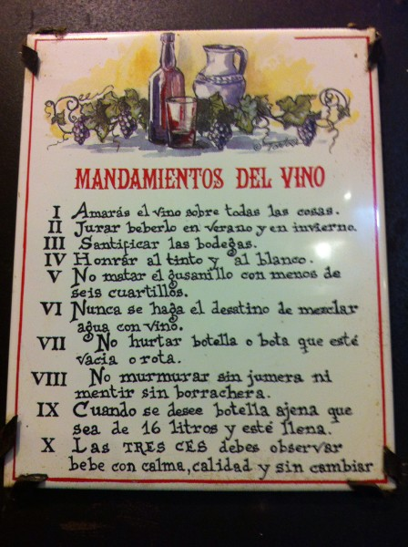 Mandamientos del vino, expuestos en Bodega Típica La Solana (foto: Uve)