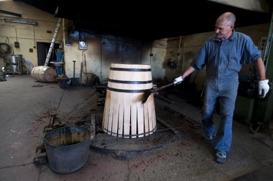 La Tonelería Burgos muestra el proceso de elaboración de las barricas (foto: Miguel Ángel Muñoz Romero)