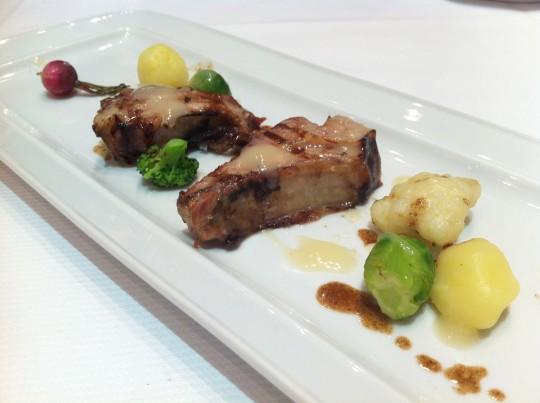 Cerdo de campo con verduras ecológicas, tartufo y gnochis de limón (foto: Cuchillo)