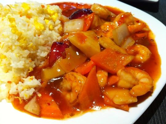 """Gambas con verduras en """"salsa dulce-picante"""", en Hanoi (foto: Cuchillo)"""