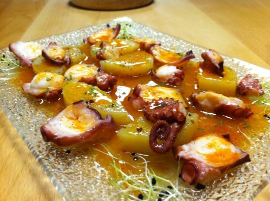 Pulpo con patata confitada a baja temperatura, en Danontzat Gastroteka (foto: Uve)
