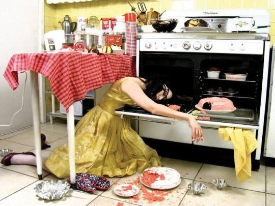 La mujer, en la cocina