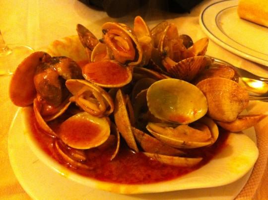 Almejas a la marinera, en restaurante Miren Itziar (foto: Cuchillo)