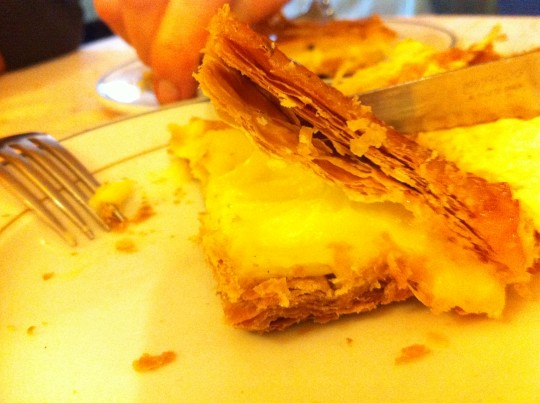 Tarta de hojaldre, en restaurante Miren Itziar (foto: Cuchillo)
