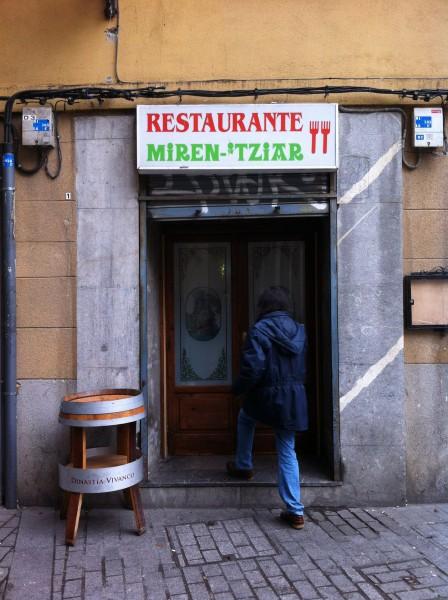 Puerta trasera del restaurante Miren Itziar (foto: Cuchillo)