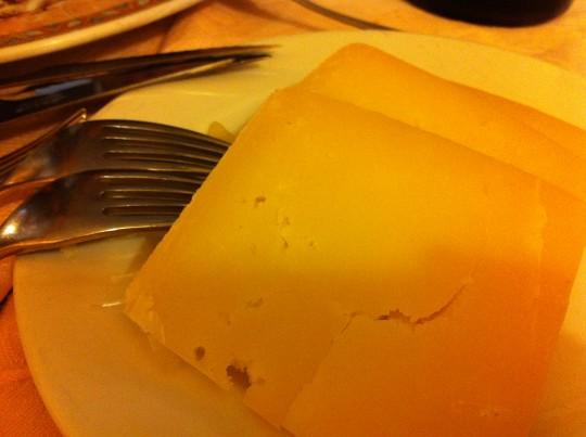 Muy rico el queso de oveja en restaurante Miren Itziar (foto: Cuchillo)