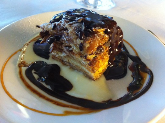 Milhojas con chocolate, en restaurante El Txakoli (foto: Cuchillo)