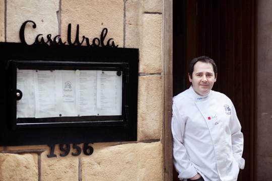 Pablo Loureiro, en la puerta de Casa Urola (foto: casaurolajatetxea.es)