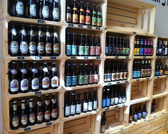 El rincón de las cervezas en La Manducateca (foto: Cuchillo)