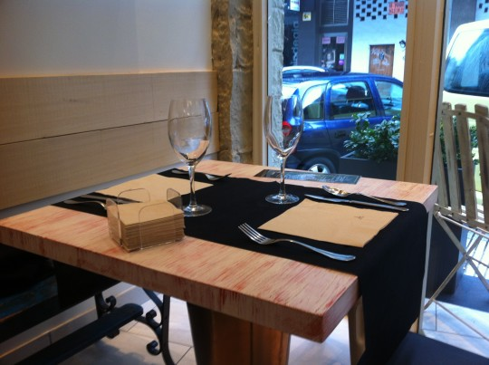 Así visten las mesas en Ur Taberna (foto: Cuchillo)