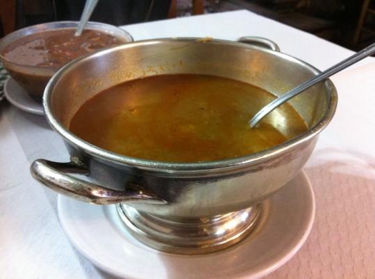 Sopa de pescado y alubias rojas, para una persona, en Urrutxuko Erretegia (foto: Cuchillo)