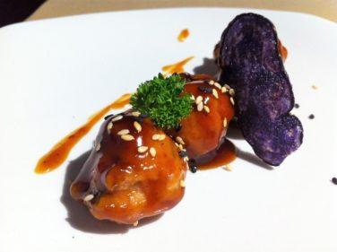 Albóndigas de atún teriyaki, aperitivo del día en Satélite T (foto: Cuchillo)