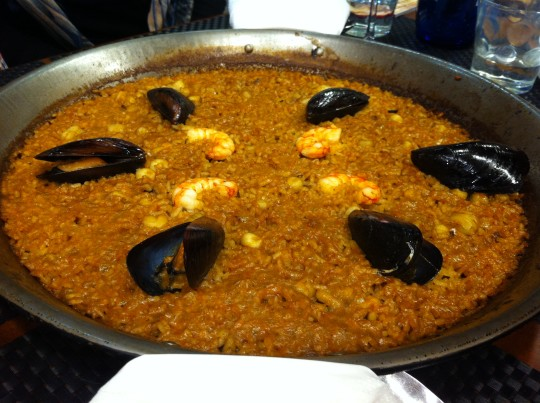 Arroz a banda para dos, en restaurante Islas Canarias (foto: Cuchillo)