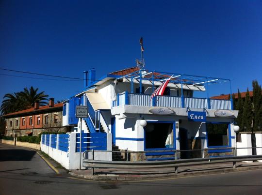 Fachada del bar Enea, en Aizkorri (foto: Cuchillo)