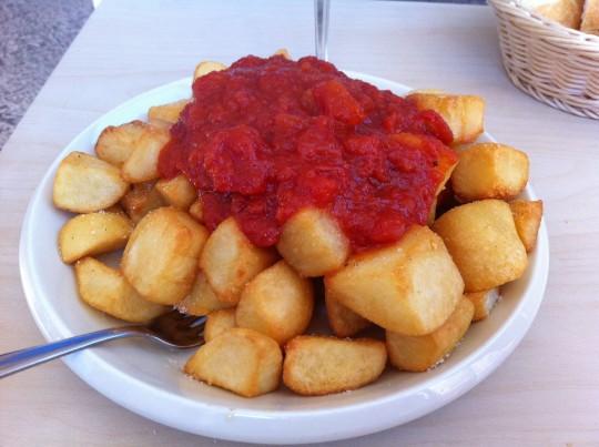 Patatas bravas, en bar Enea (foto: Cuchillo)
