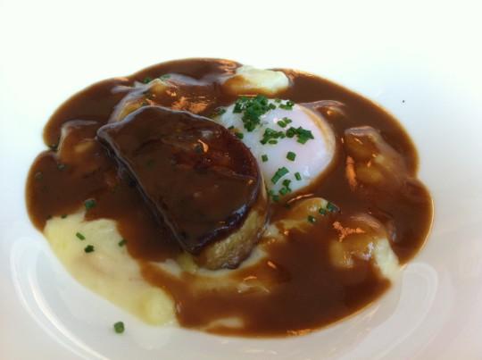temperatura con foie, patata cremosa y jugo de carne, en 5ª Planta (foto: Cuchillo)