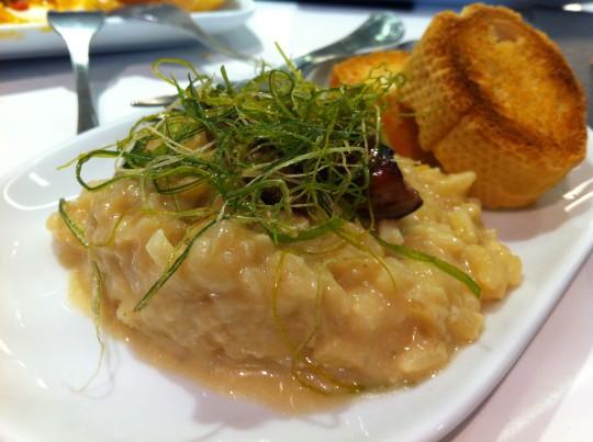 Risotto de hongos y foie fresco, en bar Bergara (foto: Cuchillo)