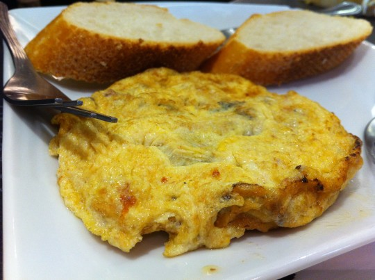 La inigualable tortilla de anchoas del bar Bergara (foto: Cuchillo)