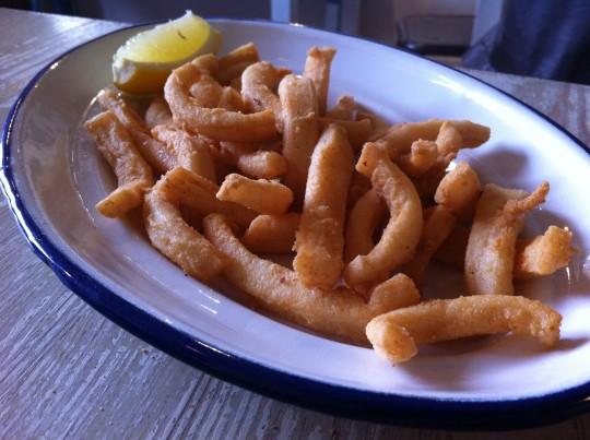 Las celebradas rabas de calamar de El Machi (foto: Cuchillo)