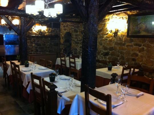 Comedor, antiguo establo, de Patxiku Enea (foto: Cuchillo)