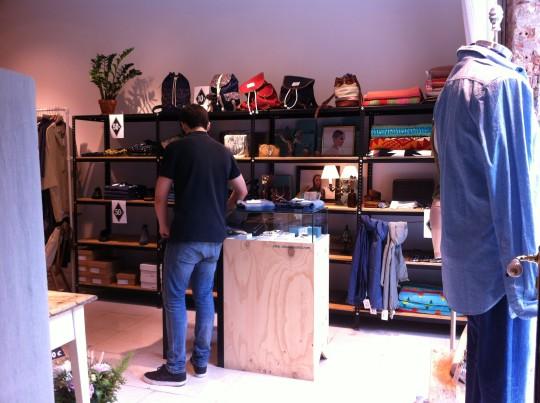 Un vistazo a la tienda de ropa y complementos de Trimmer (foto: Cuchillo)