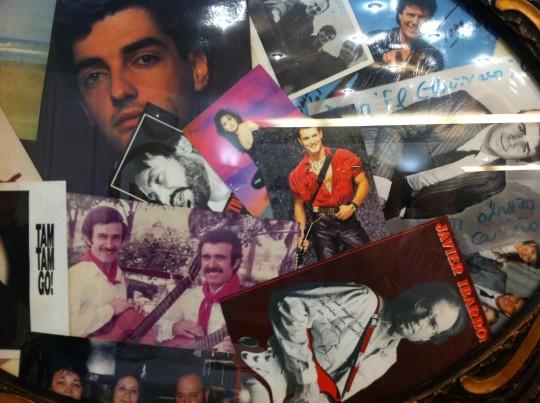 Fotos y dedicatorias aportan el toque entrañable y algo kitsch a El Churrasco (foto: Cuchillo)