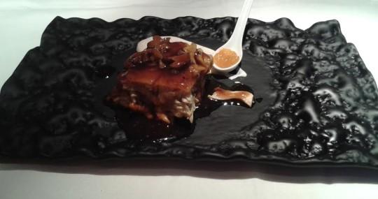 Pollo de corral confitado con escalibada y perretxikos, en Ikea (foto: Susana)