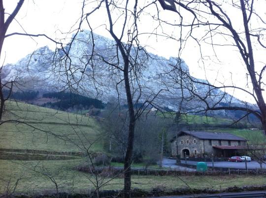 Makatzeta, a los pies del Anboto, desde la ermita de San Roque (foto: Cuchillo)