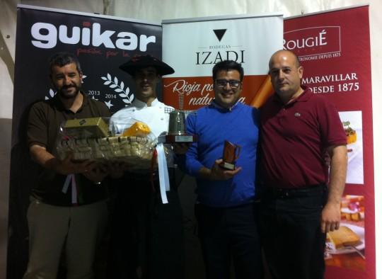 Podio del Concurso de Parrilleros, con Josema Azpeitia -izquierda- y Gonzalo Bobillo, con txapela (f: Cuchillo)