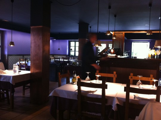 Un vistazo al comedor del restaurante All i Oli (foto: Cuchillo)