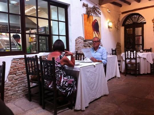 Cenando, en Arte de Cozina (foto: Cuchillo)