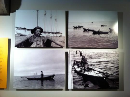 Cuatro de las imágenes recogidas en la exposición 'La gran pesca del bacalao' (foto: Cuchillo)