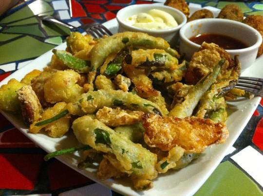 Guindillas en tempura crujiente, en Muga Taberna (foto: Cuchillo)