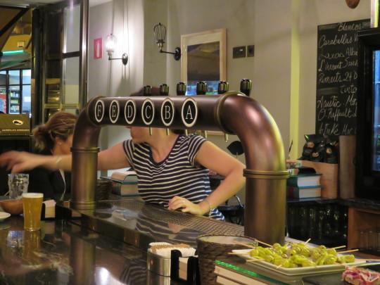 A, B, C, D, E, F, G, los grifos de cerveza del Singular (foto: Cuchillo)
