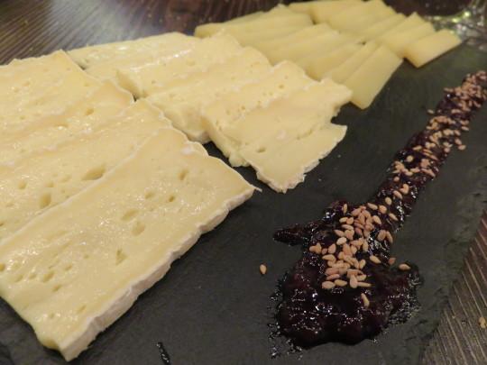 Tabla de quesos de vaca, buen cierre en Singular (foto: Cuchillo)