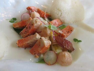 Hígado de rape reposado en clorofila de mar, anchoas y ensalada de algas (foto: Cuchillo)